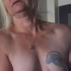 Medium tits of my wife - Robbi