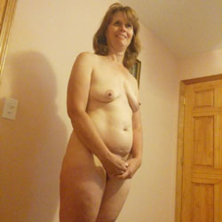 Milfy Wife - Nude Wives, Big Tits, Brunette, Bush Or Hairy, Amateur