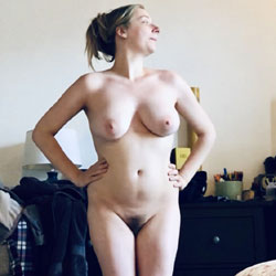 Stuck At Home - Nude Girls, Big Tits, Bush Or Hairy, Amateur