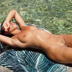 Nude In Cagliari Public Beach - Nude Girls, Beach, Brunette, Outdoors, Bush Or Hairy, Amateur, Firm Ass