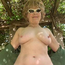 Lady Bee Green Goddess - Nude Girls, Big Tits, Blonde, Mature, Bush Or Hairy, Amateur