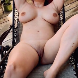 Venice Queen Laying Out On The Deck - Nude Girls, Big Tits, Outdoors, Shaved, Amateur