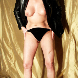 Medium tits of my wife - Paige