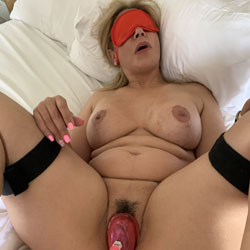 Spreading Thumpers Swollen Pussy - Nude Girls, Big Tits, Bush Or Hairy, Amateur, fetish pics