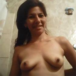 Preparandose Para Ir A La Ducha - Nude Girls, Brunette, Amateur, Medium Tits