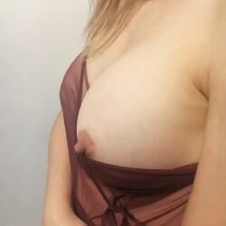 Medium tits of my wife - Eli...