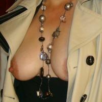 Medium tits of my wife - Lizzy