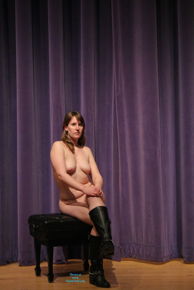 Pic #3 Nude In The Theater - Big Tits, Nude Girls, Amateur
