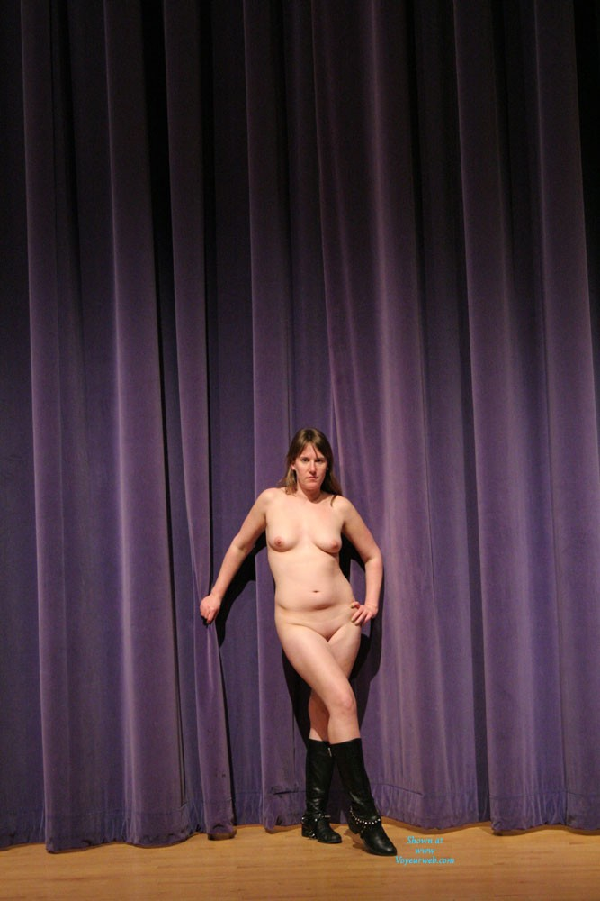 Pic #4 Nude In The Theater - Big Tits, Nude Girls, Amateur