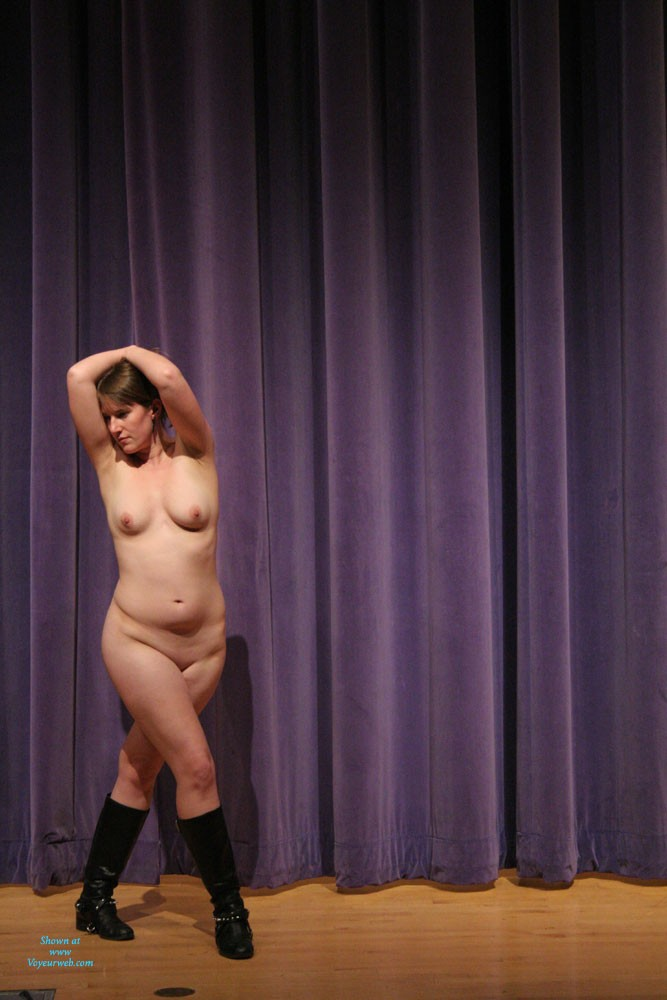 Pic #5 Nude In The Theater - Big Tits, Nude Girls, Amateur