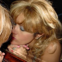 Kissing Mirror - Blonde Hair