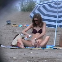 Superzoom Sun-lotion Girl In Agde