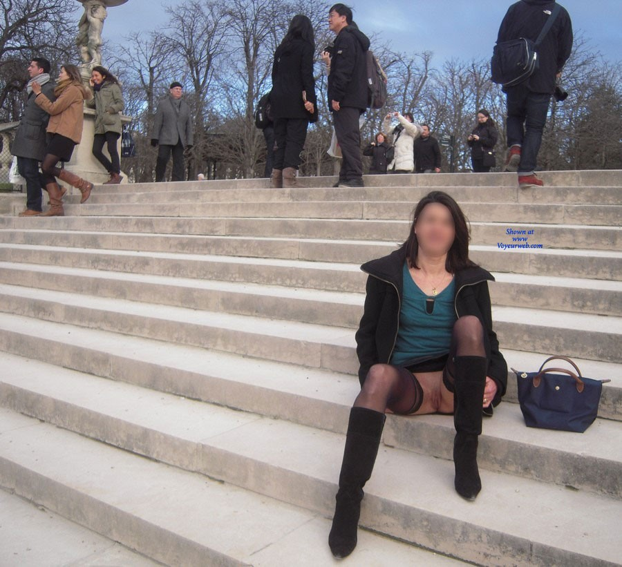 """Pic #1 - Nadia Flashing Her Pussy in Paris - Exposed In Public, Flashing, Nude In Public , We Are In The """"quartier Latin """" Who Is The Students Place Of Paris. This Is A Neighborhood With Many Universities And Very Touristy"""