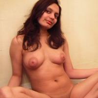 Medium tits of my wife - Diya
