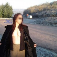 Bord de Route - Public Exhibitionist, Public Place, Dressed