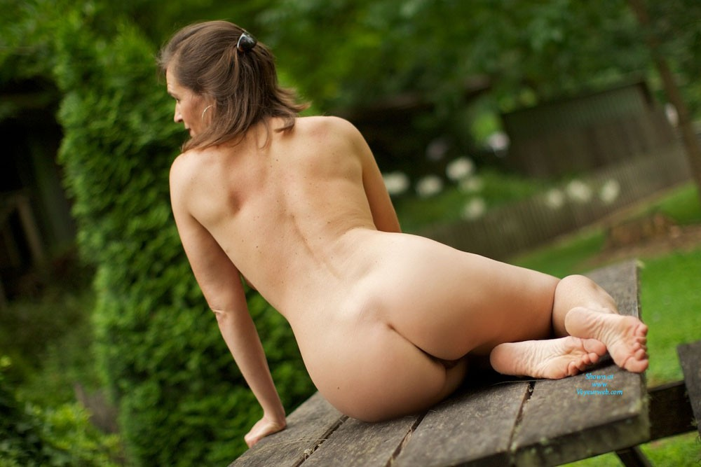 Pic #6 - VanessaB - Brunette, Outdoors