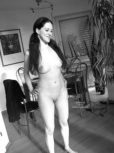 Pic #1 - Sandra 29 Nude At Home