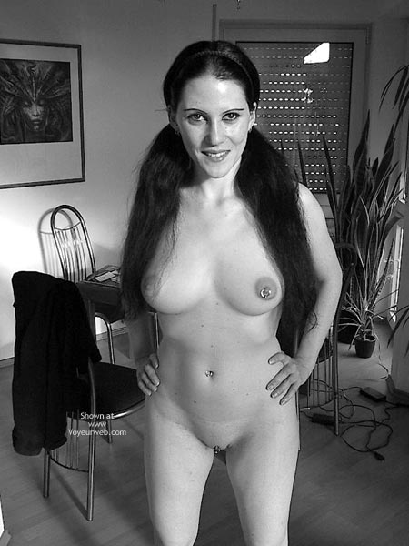 Pic #4 - Sandra 29 Nude At Home
