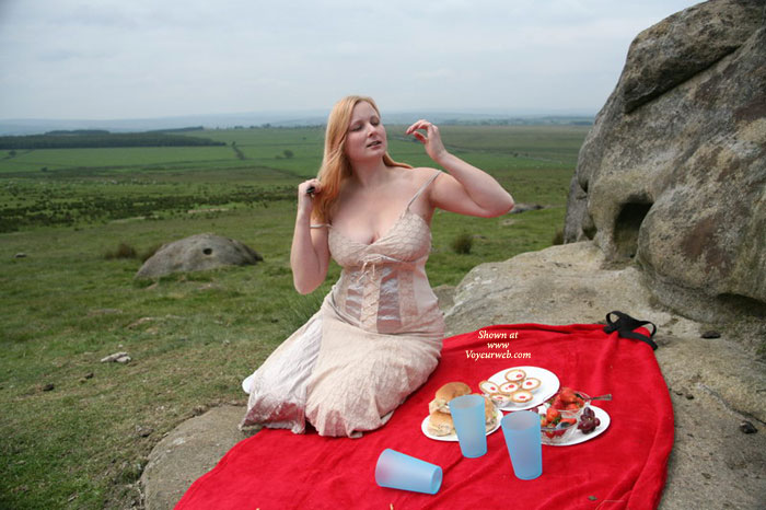 Pic #1 - Lisa's Picnic , Like Everyone Else, Lisa Enjoys The Summer....<br />A Special Treat Is To Have A Picnic And Relax On A Warm Sunny Day.