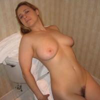 Dans la Salle de Bain - Bush Or Hairy, Big Tits