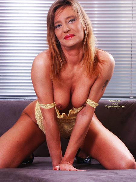 Pic #3 - Susy Rocks In Yellow