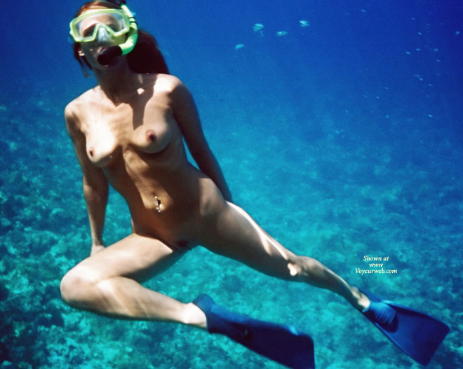 blonde-sex-big-boobs-snorkeling-nude