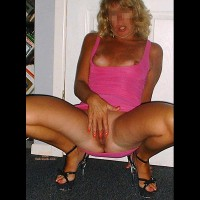 NY Wife Loves Showing Her Pussy