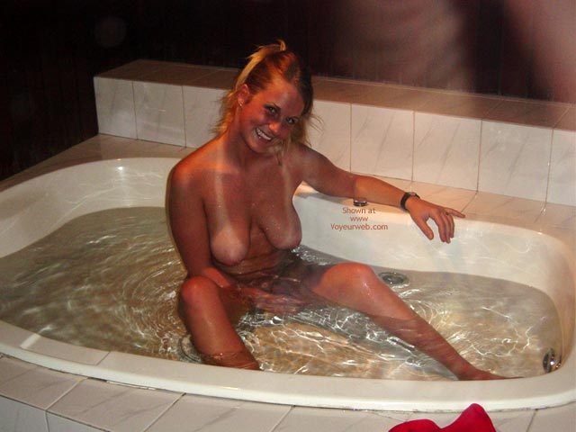 Pic #10 - Cindy And The Jacuzzy