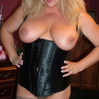Lady Eve In Black Corset And Heels
