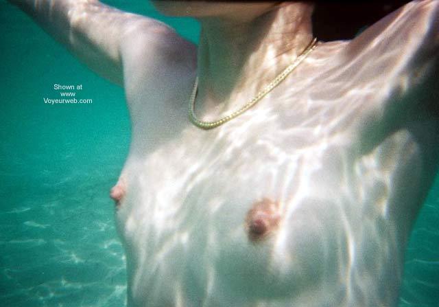 Pic #5 - UW Française Nue Dans la Mer (nude in the sea)