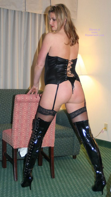 Pic #1 - Black Thigh High Boots Big White Ass , Roxy Is A Milf Of 3 And Loves To Read Your Nasty Notes.