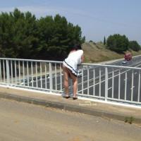 Sur Un Pont D' Autoroute