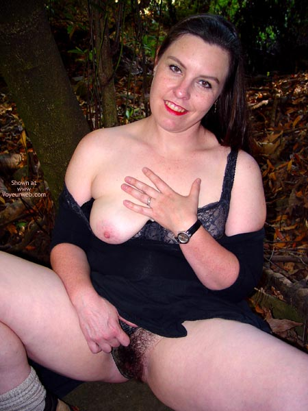 Pic #8 - Bbw Vicki Gets Naked In The Forest