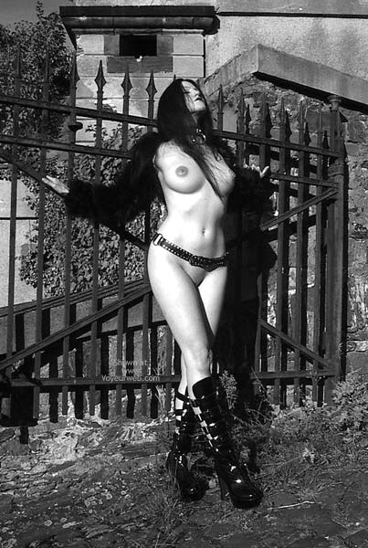 Pic #1 - Gothicbabe Sandra 30 Outdoor