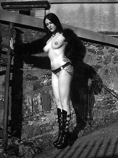 Pic #4 - Gothicbabe Sandra 30 Outdoor