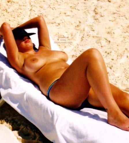 Pic #1 - English Nude Wife In Cancun