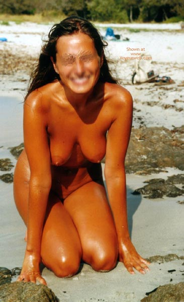 Pic #4 - Young Wife Likes  To Stay Nude On The Beach
