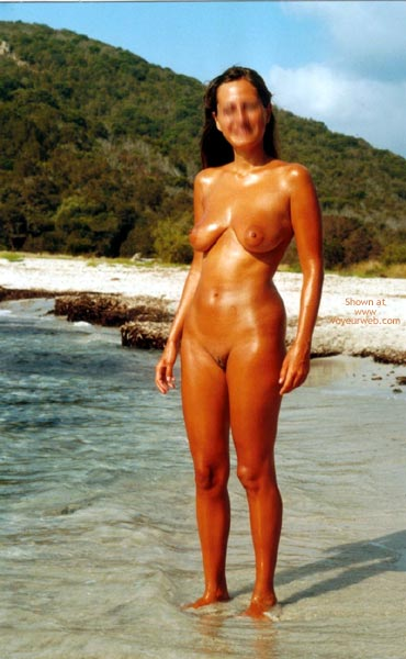 Pic #5 - Young Wife Likes  To Stay Nude On The Beach