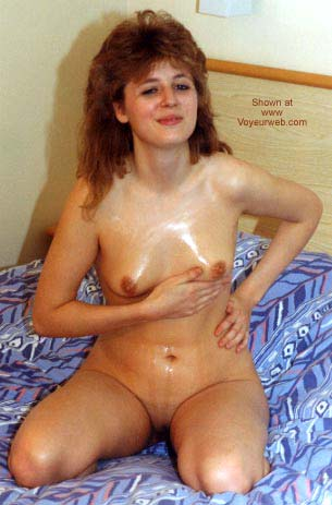 Pic #5 - Ex UK GF with Baby Oil