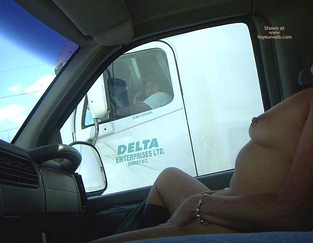 Pic #5 - Flashingal Entertains The Truck Drivers