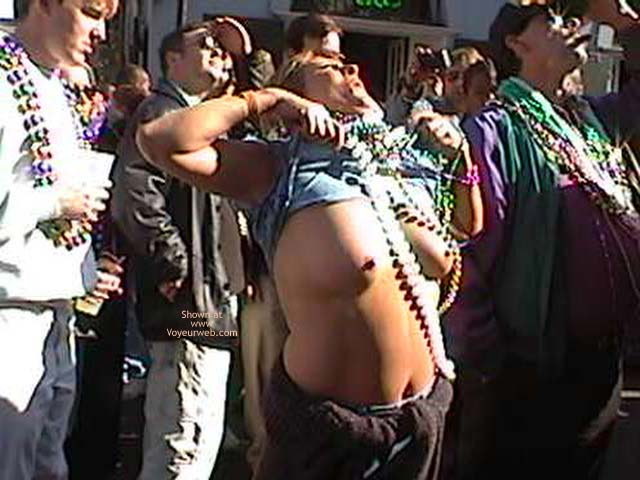 Pic #3 - Mardi Gras 2002 Show Your Boobs