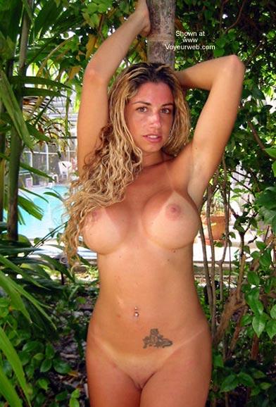 Pic #5 - Sunburnt Nikki