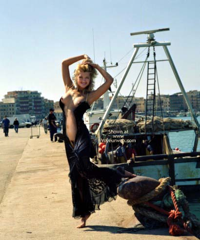Pic #8 - A Blond Siren