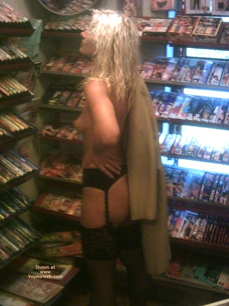 Pic #4 - *Ny Jaol In An Adult Store 1
