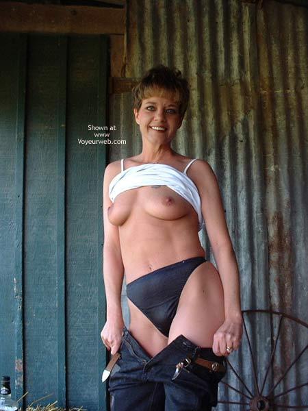Pic #2 - SinDLu In The Barn