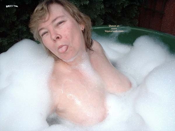 Pic #4 - Sexy Tina's Bath Time Fun 1