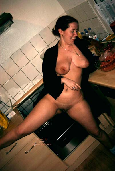 Pic #5 - German Girl in The Kitchen!