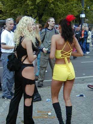 Pic #3 - Berlin Love Parade 2000 Pt.1