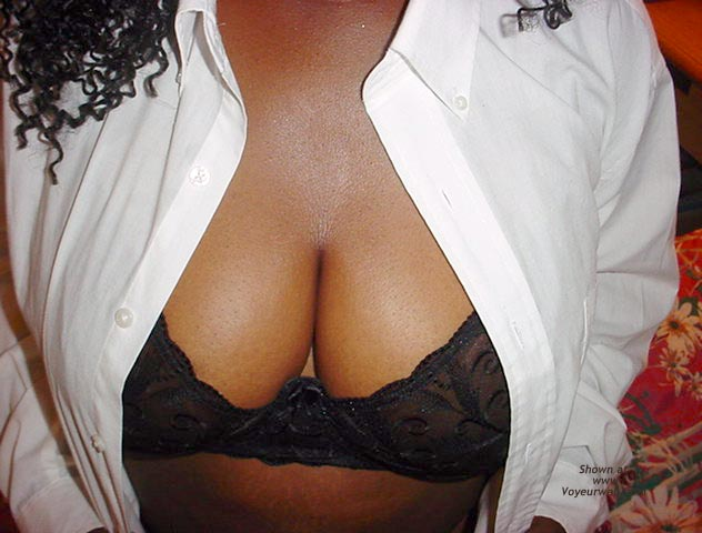 Pic #3 - Busty Black Ohio Escort