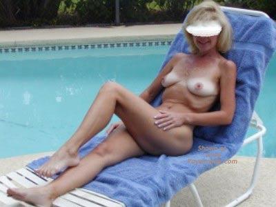 Pic #1 - Sexy Savannah At The Pool